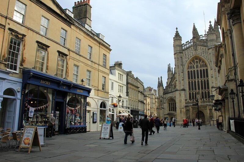 A photo of shoppers and the shops around Bath Abbey