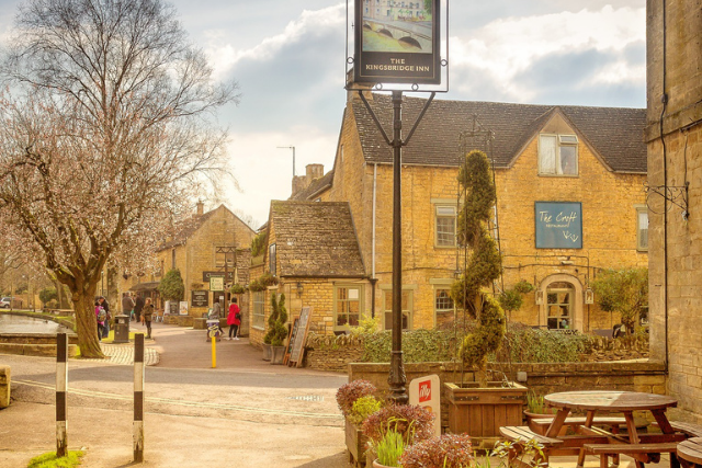 Bourton-on-the-Water village and pub